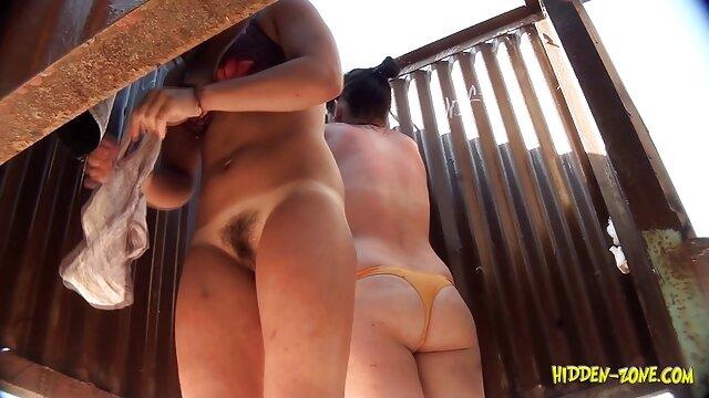 Deepthroating Blonde video sexy kostenlos