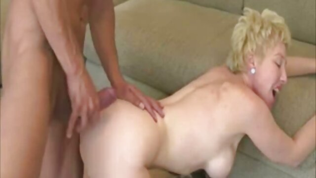White Skanky-Ho macht sexy pornos gratis eine ATM-Fisting-Combo