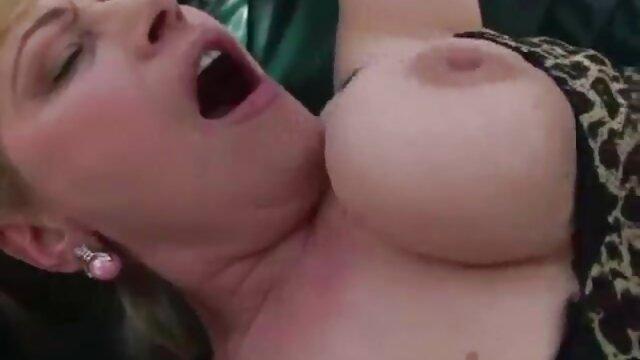 Mädchen Deepthroats sexy gratis clips einen kleinen Schwanz